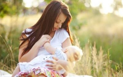 10 Tips for Breastfeeding in Public Without Fear
