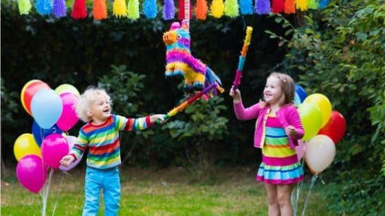 kids-hitting-pinata