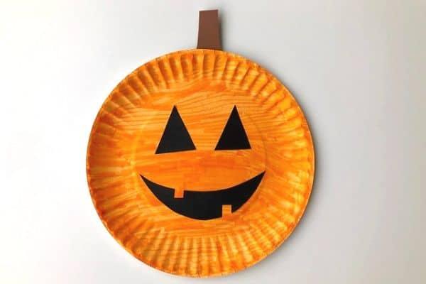 paper plate pumpkin 2