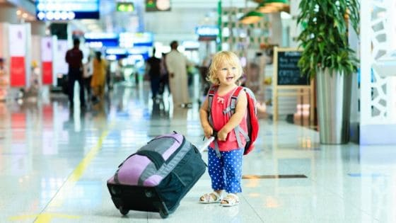 toddler-at-the-airport
