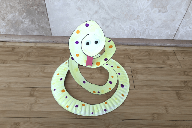Paper-Plate-Snake-Craft-8