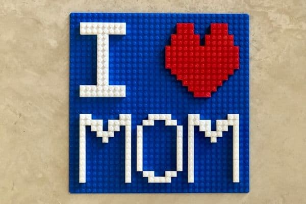 I-Heart-MOM-LEGO-Sign-Finished