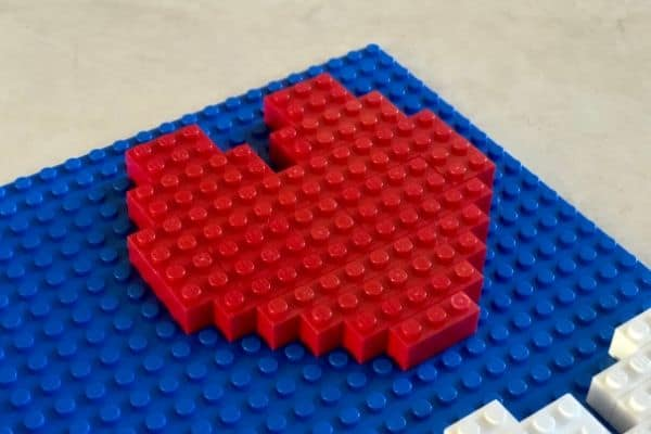 I-Heart-MOM-LEGO-Sign-Heart