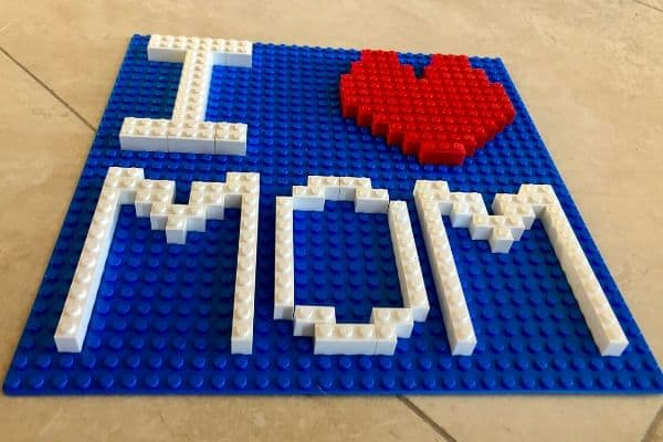 I-Heart-MOM-LEGO-Sign-MOM