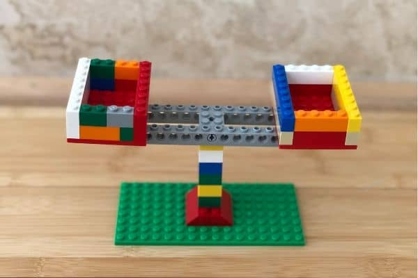 LEGO-Balance-Scale-Top-View