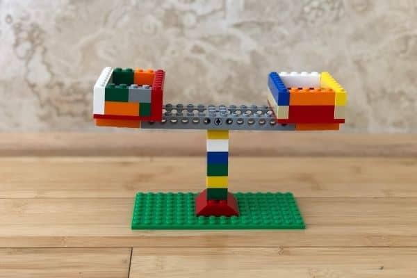 LEGO-Balance-Scale