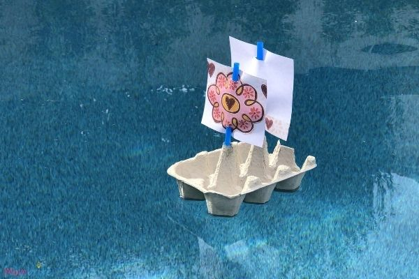Egg-Carton-Boat-Float-in-the-Pool