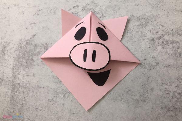 Piggie Origami Corner Bookmarks
