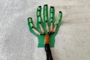 DIY Robot Hand Curl Fingers