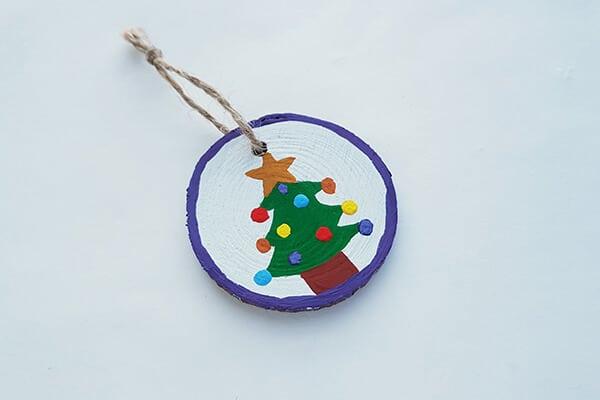 Round wood slice christmas tree String or twine
