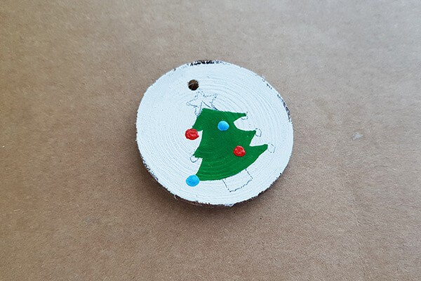 Round wood slice designs fill with Acrylic paints