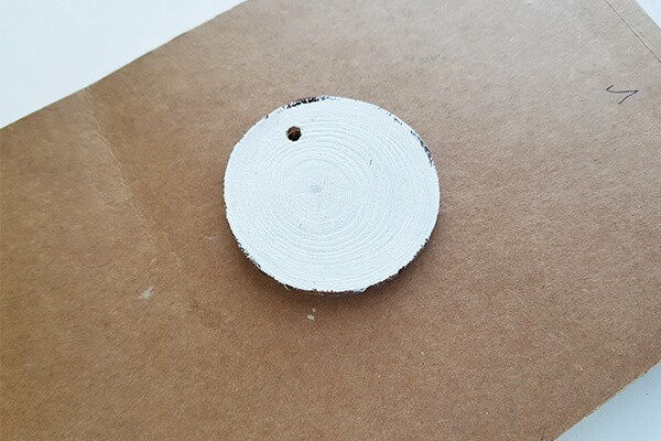Round wood slice (with a hole)