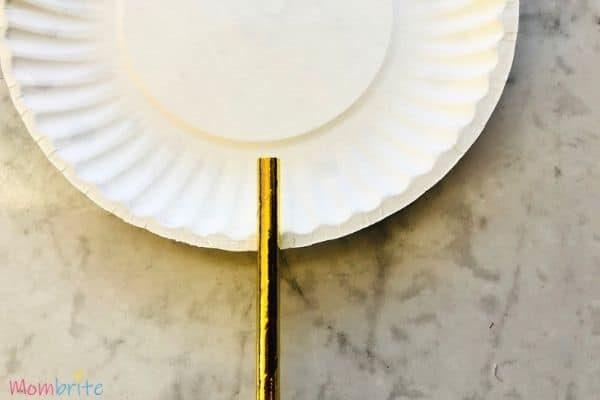 Glue straw to paper plate