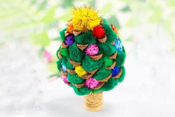 Pine Cone Christmas Tree-min