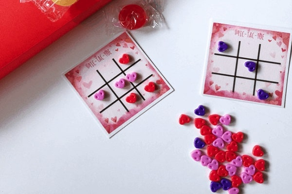 Valentines tic tac toe reusable board card