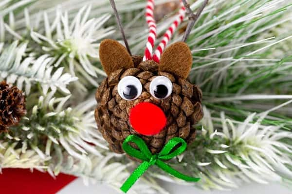 cotton cutting used for Pinecone Reindeer-min