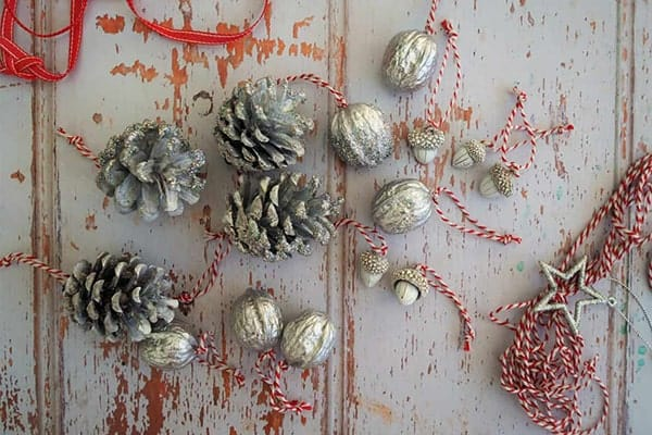 pincone-used-for-ornament-with-glittery-jingel-ball-min