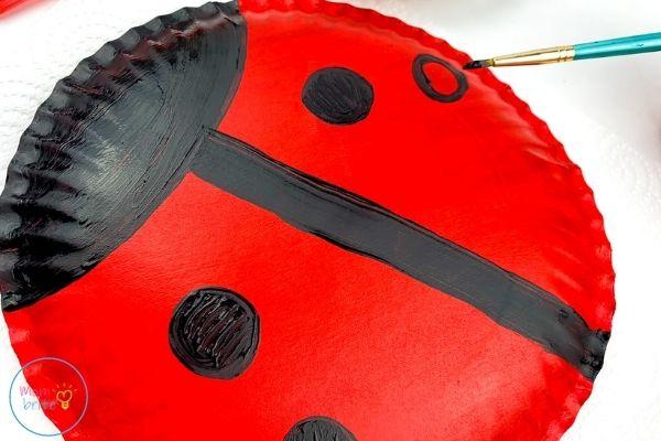 ladybug paper plate craft draw black dots