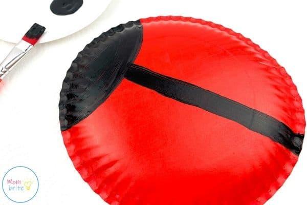ladybug paper plate craft draw black line