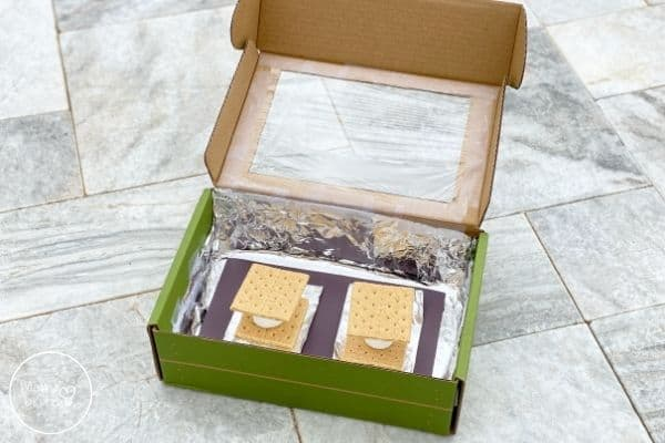 DIY Solar Oven Place S'mores Inside